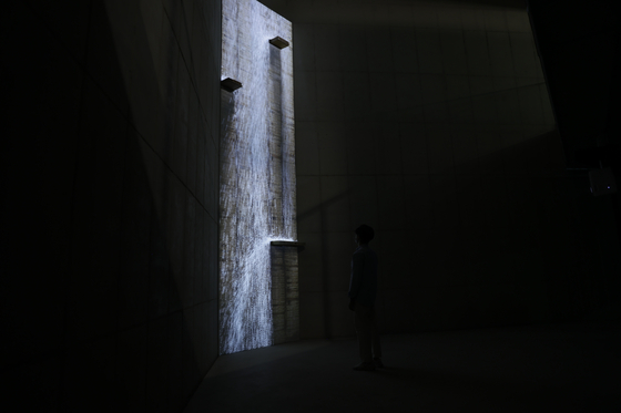 """""""The Breath of Life"""" exhibition starts with a 6.8 meter-high video installation """"Waterfall Turned into a Poem"""" by Lee Lee-nam, which visualizes the flow of history and time by showing characters that have been used in history flowing down like a waterfall. [SAVINA MUSEUM]"""