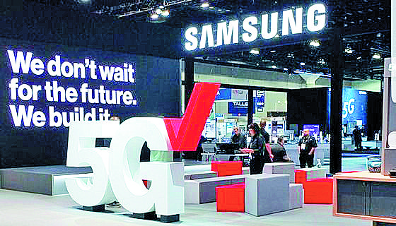 Samsung Electronics' 5G network equipment is promoted at Verizon's booth at the Mobile World Congress Americas in Los Angeles in 2018. [SAMSUNG ELECTRONICS]