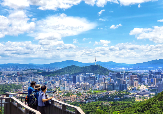 After Tuesday's rains, the skies over Seoul were clean and clear on Wednesday. [NEWS1]