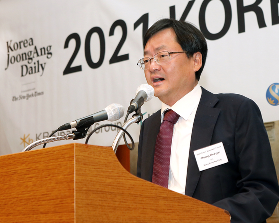 Cheong Chul-gun, CEO of the Korea JoongAng Daily, delivers a welcome speech. [PARK SANG-MOON]