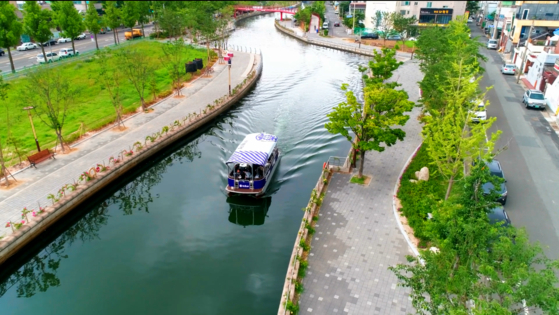 A ferry navigates itself in Pohang Canal, Wednesday. [HYUNDAI HEAVY INDUSTRIES]