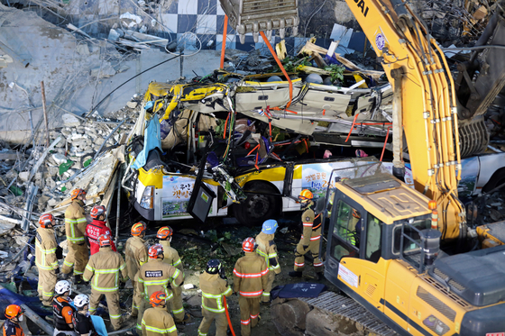 The site of the collapse of a five-story building being demolished atop a bus in Gwangju on June 6. [NEWS1]