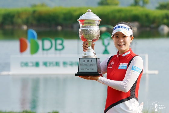 Park Min-ji celebrates her fifth win of the season at the DB Group Korea Women's Open at Rainbow Hills Country Club in Eumseong, North Chungcheong, on Sunday. [KOREA WOMEN'S OPEN ORGANIZING COMMITTEE]
