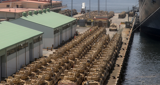 Military equipment of the United States' Bulldog Brigade, or the 3rd Armored Brigade Combat Team of the 1st Armored Division, from Fort Bliss, Texas, arrive at the port city of Busan and are being prepared to be transported Monday. The 3,700-strong Bulldog Brigade and their equipment and vehicles, including M1 Abrams tanks, will be on a nine-month rotational deployment to support the 2nd Infantry Division, Korea-U.S. Combined Division and Eighth Army. [SONG BONG-GEUN]