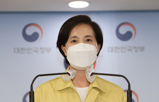 Education Minister Yoo Eun-hye announces plans to bring students back to classrooms full-time at the Seoul Government Complex on Sunday. [YONHAP]