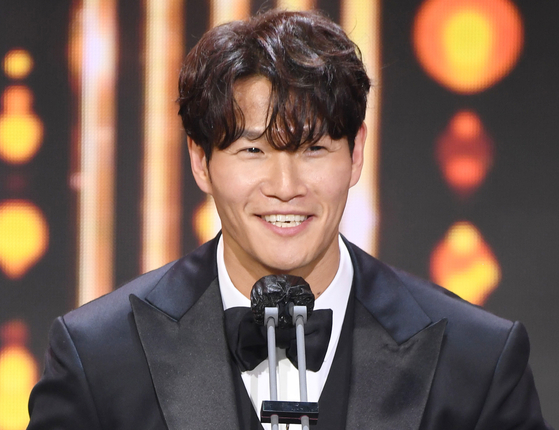 Singer Kim Jong-kook now runs his own YouTube channel ″Gym Jong Kook″ to share his workout routines. [ILGAN SPORTS]