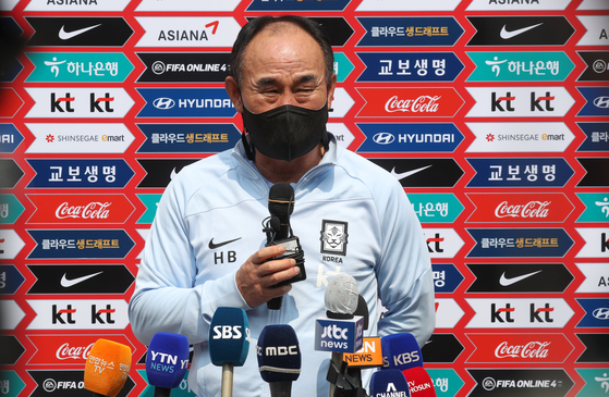 Olympic team head coach Kim Hak-bum answers questions before U-23 team training resumes at Paju National Football Center in Paju, Gyeonggi on Tuesday. Kim now has one week before he needs to submit the final 18-man roster for the 2020 Tokyo Olympics, including three wildcards, by June 30. [NEWS1]