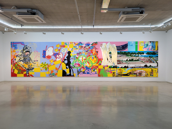 ″Pentagon″ (2019), a 10-meter (33-foot)-wide acrylic painting by artist Lee Dongi, is now on view at PIBI Gallery in Bukchon, central Seoul. [MOON SO-YOUNG]