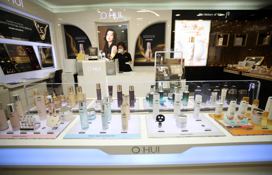 LG Household & Health Care's cosmetics are displayed at the company's store in the LG Gwanghwamun Building in Seoul on Tuesday. According to the Ministry of Food and Drug Safety, Korea was the world's third largest exporter of cosmetic and beauty products in 2020 behind France and the U.S. The government reported that K-beauty export in 2020 rose 16.1 percent to $7.57 billion. This was a stark contrast to domestic sales, which fell 13 percent. [YONHAP]