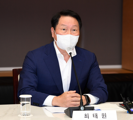 Chey Tae-won, head of the Korea Chamber of Commerce and Industry, speaks at the office of the organization in central Seoul on June 3. [JOONGANG PHOTO]