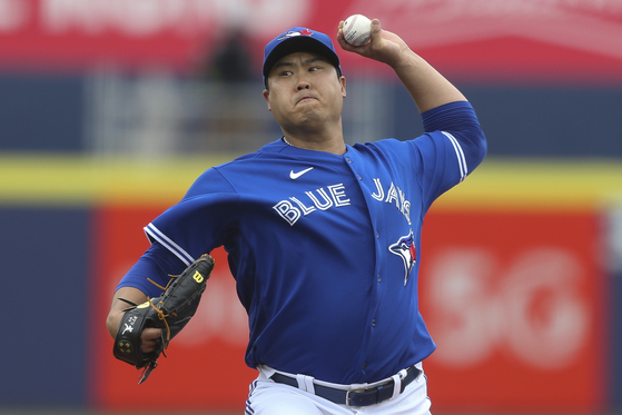Toronto Blue Jays starting pitcher Ryu Hyun-jin throws a pitch during the first inning of a baseball game against the Baltimore Orioles in Buffalo, New York on Saturday. [AP/YONHAP]
