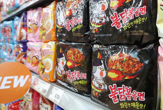 Buldak Bokkeummyeon is displayed at a big discount mart in downtown Seoul on Monday. A total of three billion packets of Buldak Bokkeummyeon have been sold in the nine years since the spicy chicken ramyeon was first introduced in 2012, according to Samyang Foods on Monday. [YONHAP]