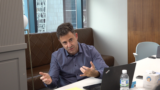 Gil Tomer, chief operating officer and co-founder of Airovation Technologies, speaks during an interview with the Korea JoongAng Daily on Tuesday last week at the office of Yozma Group Korea in Gangnam District, southern Seoul. [SEO KYUNG-WOO]