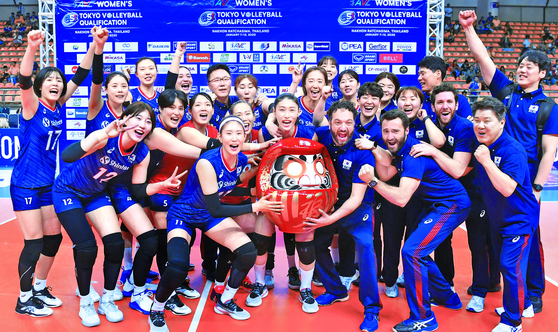 The Korean national women's volleyball team celebrate winning the Asia qualifiers after defeating Thailand in straight sets on Jan. 12, 2020, in Nakhon Ratchasima, Thailand. [FIVB/YONHAP]