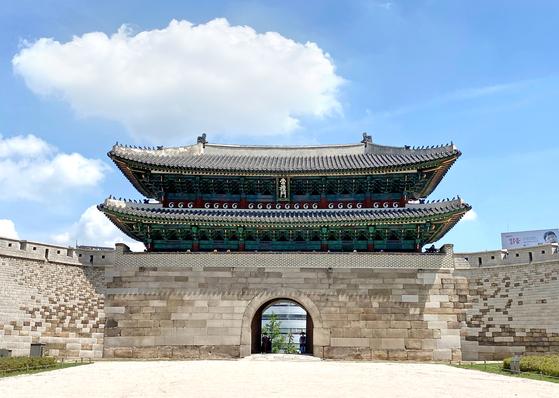 Sungnyemun Gate, also known as Namdaemun, may no longer be referred to as Korea's National Treasure No. 1. [CHOI JEONG-DONG]