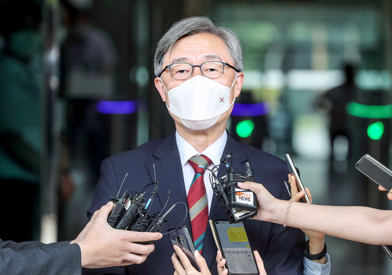 Choe Jae-hyeong, chairman of the Board of Audit and Inspection, tells reporters on Monday that he is stepping down from his post.  [KIM SEONG-RYONG]