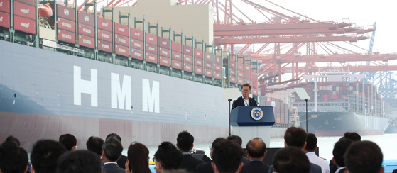 President Moon Jae-in speaks at an event held to celebrate the departure of HMM's Hanul container ship from Busan to Europe at the Busan New Port on Tuesday. Moon reviewed the progress on the recovery of shipping industry in Korea and discussed strategies for Korea to become industry leader. HMM on the same day announced the ordering of 12 new 13,000 twenty-foot equivalent unit vessels from Hyundai Heavy Industries and Daewoo Shipbuilding & Marine Engineering. [YONHAP]