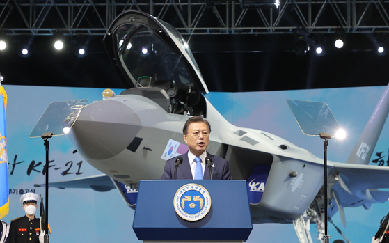 President Moon Jae-in gives a speech in front of Korea Aerospace Industries' fighter jet KF-21 prototype on April 9. [JOINT PRESS CORPS]