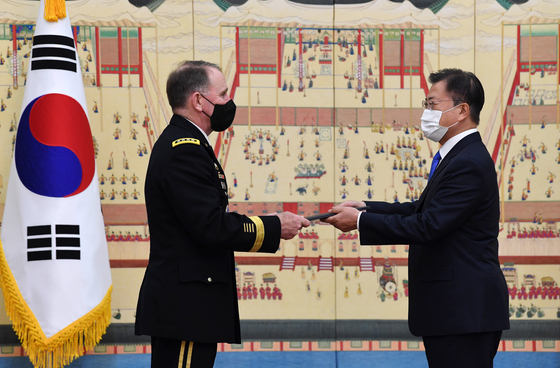 Korean President Moon Jae-in, right, awards the Tongil Medal, Korea's highest national security merit, to Gen. Robert Abrams, outgoing commander of the U.S. Forces Korea, at the Blue House in Seoul on Thursday. [JOINT PRESS CORPS]