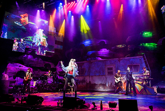 Korean production of ″Hedwig″ is being performed at the Chungmu Arts Center. [SHOWNOTE]