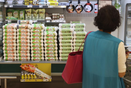 Cartons of egg are sold at a discount mart in Seoul on Friday. Due to a shortage in supply, egg prices rose 54.9 percent in June compared to a year ago, contributing to 2.4 percent inflation last month. Consumer prices have been rising more than 2 percent for three consecutive months. [YONHAP]