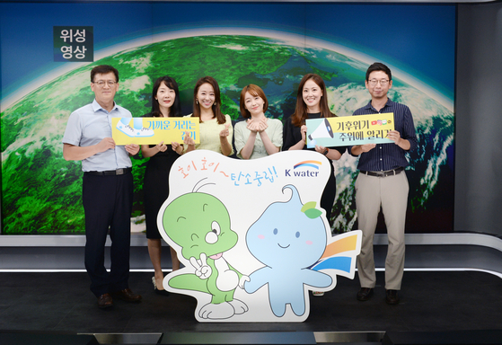 Weather forecasters and reporters from KBS join in the K-Water campaign to encourage people to reduce their carbon footprint in their daily lives. [K-WATER]
