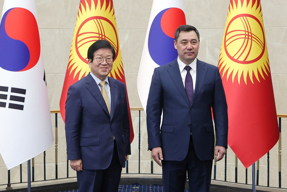 Korea's National Assembly Speaker Park Byeong-seug, left, with President of Kyrgyzstan Sadyr Japarov, at a meeting in Bishkek, Kyrgyzstan, on April 5. [NATIONAL ASSEMBLY OF KOREA]