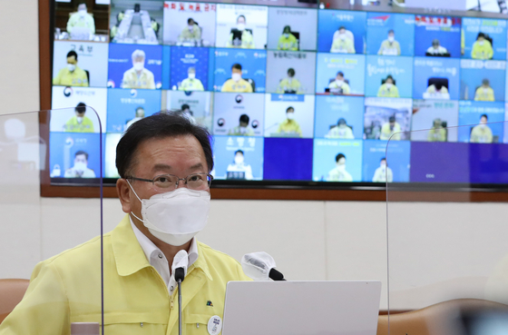 Prime Minister Kim Boo-kyum presides over a Covid-19 meeting of the Central Disaster and Safety Countermeasures Headquarters in Seoul on Sunday. [NEWS1]