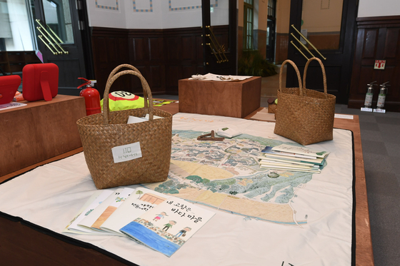 Craft items made with upcycled plastic and abandoned material such as fishnets. [CULTURE STATION SEOUL 284]