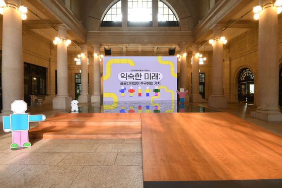 """""""The Next of Public Design"""" starts with a large screen that plays videos explaining the concept of public design in a simple way that visitors can easily understand. [CULTURE STATION SEOUL 284]"""