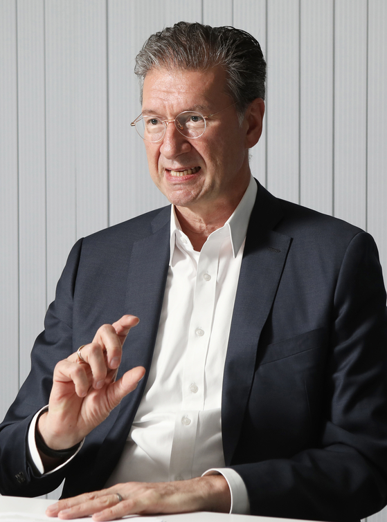 Dirk Lukat, chairperson of the European Chamber of Commerce in Korea (ECCK), discusses tasks to enforce the trade relation between Korea and the European Union during an interview with the Korea JoongAng Daily on June 28. [PARK SANG-MOON]
