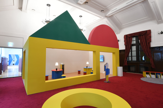 Other parts of the gallery are inspired by other public spaces such as schools, libraries, playgrounds, parks and subways. [CULTURE STATION SEOUL 284]