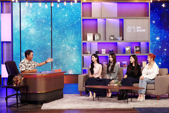 Lee Soo-man, chief producer of SM Entertainment, sits down with girl group aespa to talk about the group's plans for this year. [SM ENTERTAINMENT]