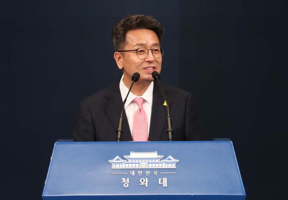 Senior Presidential Secretary for Political Affairs Lee Cheol-hee.  [Presidential Press Corps]