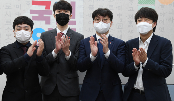 People Power Party Chairman Lee Jun-seok, right, meets the party's new spokesmen, from left, Lim Seung-ho and Yang Jun-woo, and deputy spokesman Shin In-gyu at the National Assembly on Tuesday, the day after their televised debate. [LIM HYUN-DONG]