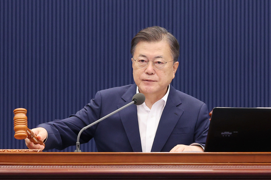 President Moon Jae-in starts a cabinet meeting on Tuesday at the Blue House.  [YONHAP]