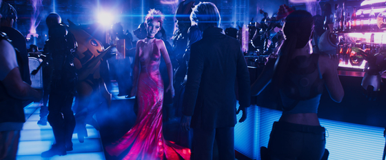 In ″Ready Player One,″ users can log on to the Oasis with their own avatars and try the things they couldn't in the real life ? racing down the highway at full speed, dancing mid-air at an anti-gravitational disco or taking part in an inter-galactic war. [WARNER BROS. KOREA]