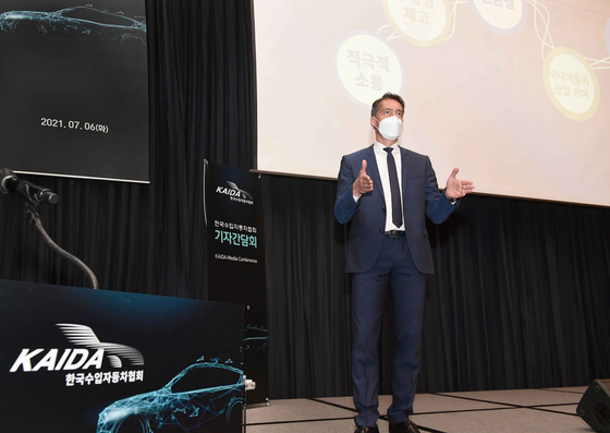 Rene Koneberg, chairman of Korea Automobile Importers and Distributors Association (Kaida) and a managing director of Audi Volkswagen Korea, speaks at a press conference held Tuesday at Millennium Hilton Seoul in central Seoul. [KAIDA]