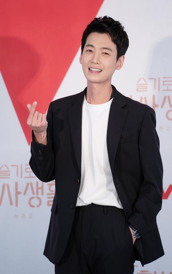 Actor Jung Kyung-ho  [ILGAN SPORTS]