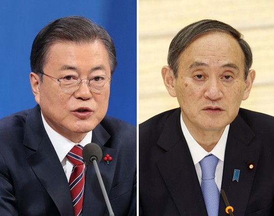 The Japanese media has reported on a possible summit between President Moon Jae-in, left, and Japanese Prime Minister Yoshihide Suga, on the sidelines of the Tokyo Olympics later this month. [JOONGANG PHOTO]