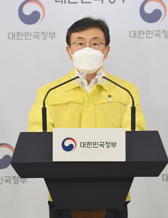 Health Minister Kwon Deok-cheol announces heightening of social distancing measures in Korea to Level Four at a pres briefing in Seoul on Friday. The measures go into effect from Monday. [JANG JIN-YOUNG]