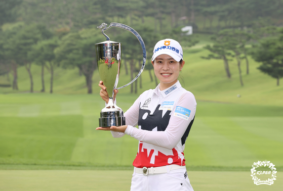 Park Min-ji celebrates her sixth win of the season at the Daebo hausD Open at Seowon Valley Country Club on Paju, Gyeonggi on Sunday. [KLPGA]