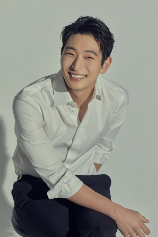 Actor and singer Jeong Jin-woon [MYSTIC STORY]