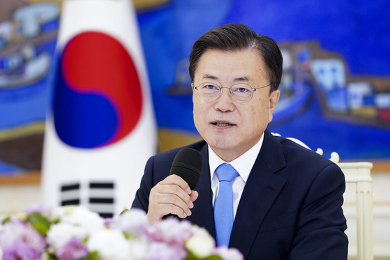 President Moon Jae-in stresses that the Korea-U.S. alliance serves as the linchpin for the peace and prosperity in the region to members of the U.S. Congressional Study Group on Korea (CSGK) who visited the Blue House Friday. The U.S. lawmakers, including Rep. Young Kim of California, during their visit to Seoul stressed the importance of trilateral cooperation with Japan, among other issues. [NEWS1]