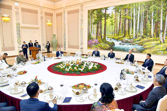 The State Affairs Commission of North Korea on Friday held a banquet Friday for the Chinese ambassador in Pyongyang to mark the 60th anniversary of the signing of the friendship treaty between the two countries. [NEWS1]
