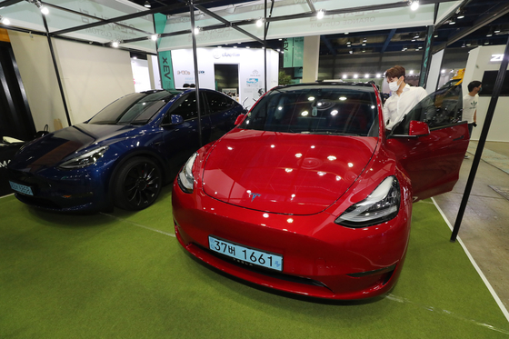 Tesla models on display at an electric vehicle form held in Seoul in June. [NEWS1]