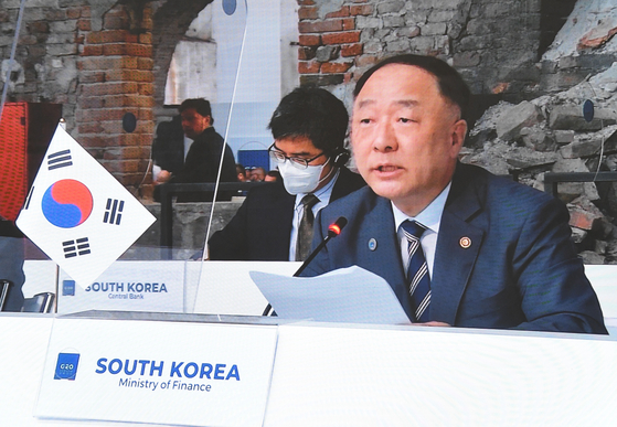 Finance Minister Hong Nam-ki attends a G-20 meeting in Italy. [YONHAP]