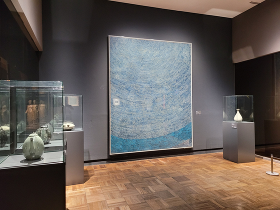 Kim Whanki's abstract painting from his New York period is juxtaposed with celadon pieces from Goryeo period. [MOON SO-YOUNG]