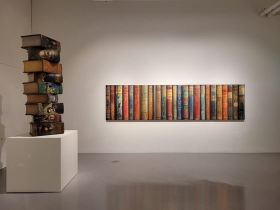 Artist Lee Jinyong's works are on view at Park Ryu Sook Gallery in central Seoul.  [MOON SO-YOUNG]