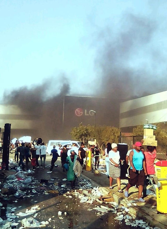 An LG Electronics' factory in South Africa is looted on July 12. [YONHAP]